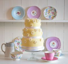 Yellow and white daisy cake - love this for girl's tea party or a luncheon.