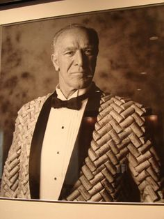 Robert Mondavi rocks a cork tux.  I wasn't real sure where to post this - is it DIY - is it WINE ART - is it over the top and maybe scary?