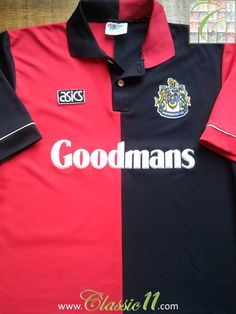 Relive Portsmouth's 1992/1993 season with this vintage Asics away football shirt.