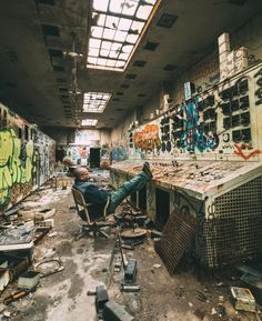 High quality images of abandoned things and places. Old Abandoned Buildings, Abandoned Places, Reactor Nuclear, Apocalypse Aesthetic, Story Setting, Urban Exploration, Portfolio, Bunker, Ghost Towns