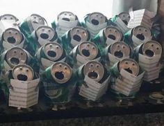 funny holiday decoration ideas: beer can choir. Christmas Humor, Christmas Time, Merry Christmas, Really Funny Joke, Creative Money Gifts, Funny Doodles, Christmas Topper, Xmas Decorations, Metal Art