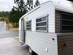 A collection of Millard caravan renovations to inspire your own DIY renovations. These Australian renovations include total gus to minor refreshes. Caravan Paint, Diy Caravan, Retro Caravan, Caravan Ideas, Vintage Caravan Interiors, Caravan Living, Caravan Decor, Rv Living, Caravan Renovation Before And After