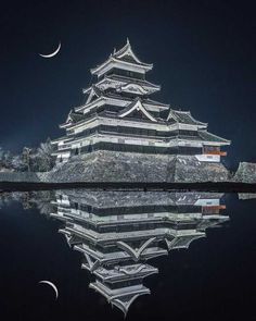 """Matsumoto Castle (松本城 Matsumoto-jō) is one of Japan's premier historic castles, along with Himeji Castle and Kumamoto Castle.The building is also known as the """"Crow Castle"""" (烏城 Karasu-jō) due to its black exterior. Beautiful Castles, Beautiful Places, Japanese Castle, Nagano, National Treasure, History Photos, Places To Visit, Scenery, Around The Worlds"""