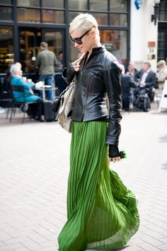 Pleated Maxi Skirt - 8 Maxi Street Style Looks That Are Fabulous For Summer . Look Fashion, Autumn Fashion, Womens Fashion, 2000s Fashion, Green Fashion, Fashion Weeks, Milan Fashion, Fashion Trends, Skirt Outfits