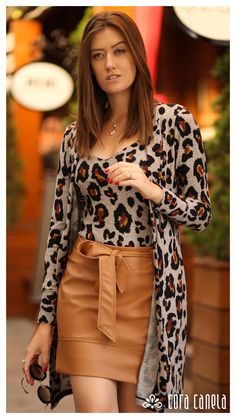 Leopard Print Outfits, Animal Print Outfits, Moda Chic, Skirt Tutorial, Office Looks, Inspired Outfits, Blouse Styles, Classy Outfits, Pattern Fashion