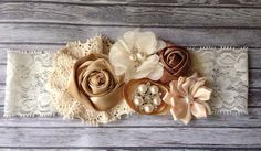 Hey, I found this really awesome Etsy listing at https://www.etsy.com/es/listing/156187641/vintage-inspirado-diadema-taupe-ivory