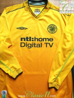 Relive Celtic's 2002/2003 season with this vintage Umbro away long sleeve football shirt.