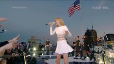 Taylor Swift New York, Taylor Swift Concert, All About Taylor Swift, Taylor Alison Swift, Taylor Swift Video Songs, Loving Him Was Red, 1989 Tour, Taylor Swift Wallpaper, Red Taylor