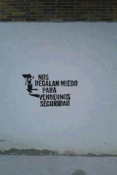 Nos regalan miedo para vendernos seguridad. They give us fear to sell us security.