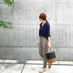 Black Button Up Shirt, Button Up Shirts, Japanese Style, Capri Pants, Fashion, Moda, Japan Style, Capri Trousers, Fashion Styles