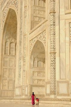 Taj Mahal, Agra, India. Perspective on size