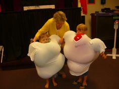Muscle man contest - No link or game instructions. Stuff blown up balloons under extra large t-shirts for a muscleman contest. Good for a superhero party game. Superhero Party Games, Superhero Birthday Party, Kids Party Games, 1st Birthday Parties, Games For Kids, Kids Church Games, Super Hero Day, Blowing Up Balloons, Holiday Club