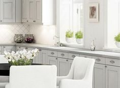 www.sigdal-fredrikstad.no Beach Cottage Kitchens, Beach Cottages, Queen Anne, Kitchen Remodel, Fredrikstad, Kitchen Cabinets, Chic, Home Decor, Lily