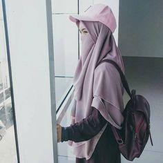 """Muslimah Nusantara di Instagram """"🍁Aku tak pernah ingin membuatmu menjadi seseorang yang begitu menyakitkan untuk ku ingat... . . 🍁Aku tak pernah ingin membuat mu menjadi…"""" Niqab Fashion, Fashion Tv, Muslim Fashion, Fashion Outfits, Casual Hijab Outfit, Hijab Chic, Stylish Hijab, Hijabi Girl, Girl Hijab"""
