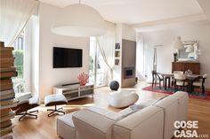 Zona giorno ampliata, eliminando il corridoio, e un bagno in più: la nuova distribuzione dell'appartamento di 130 mq semplifica lo schema interno e migliora la fruibilità.