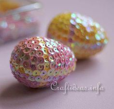 Fun and Festive Sequined Easter Eggs | Decorative Eggs For Your Holiday Table By DIY Ready. http://diyready.com/32-creative-easter-egg-decorating-ideas-anyone-can-make/