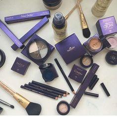 Nova linha de maquiagens Dazzle  Estou apaixonada por cada produto  Vendas Pelo site  Vem usar Hinode também ❤ Acesse o site e clique em maquiagens e escolha a sua, entrega para todo Brasil..
