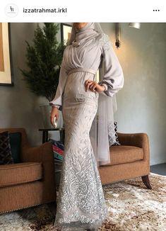 Beautiful long wedding dress by Izzat Rahmat IRKL Muslim Fashion, Hijab Fashion, Fashion Dresses, Hijab Prom Dress, Dress Outfits, Malay Wedding Dress, Abaya Mode, Dress Brokat, Stylish Hijab