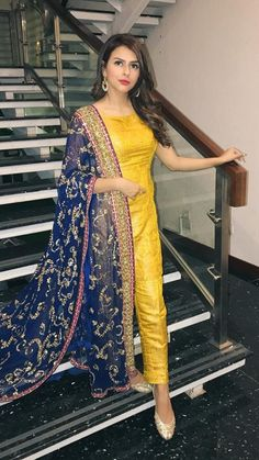 Best 12 Yellow Mehndi Outfits – Waliya Najeeb at a Wedding Simple Pakistani Dresses, Indian Gowns Dresses, Pakistani Bridal Dresses, Pakistani Dress Design, Pakistani Outfits, Indian Outfits, Pakistani Mehndi Dress, Walima Dress, Shadi Dresses