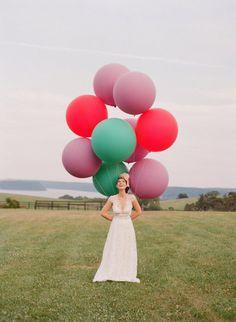 Tomas de foitos de bodas con globos gigantes.