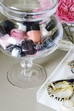 Put your nail polish in a glass candy jar or vase. I may do this in my new room! Glass Candy Jars, Candy Bowl, Glass Vase, Candy Dishes, Nail Polish Storage, Do It Yourself Inspiration, Ideas Para Organizar, Apothecary Jars, Apothecary Bathroom