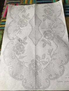 This Pin was discovered by Neb Crochet Doily Patterns, Crochet Art, Thread Crochet, Lace Knitting, Crochet Doilies, Crochet Curtains, Crochet Tablecloth, Fillet Crochet, Manta Crochet