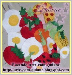 minha filha se divertiu muuuuito com isso... fiz para ela em 2008... que saudades!! Comidinhas de feltro! abacaxi, ovo, morango,laranja,pizza,maça,limão,melancia, cenoura...