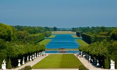 I have a picture of this very same garden from my mothers trip Places To Travel, Places To Visit, Versailles Garden, Palace Garden, Paris Love, Bucket List Destinations, Garden Pool, Places Ive Been, Beautiful Places