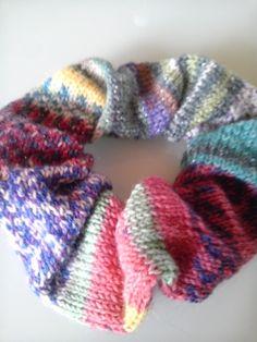 「メリヤス編みのシュシュ」opalの残り糸がもったいなくて三種類を使いきりました。[材料]残り毛糸