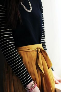 love this colour combo....navy and mustard.....great style for fall.