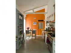 Orange wall, open shelving, wood countertops  Cuisine4_carrousel_gallery_xl Charly Erwin