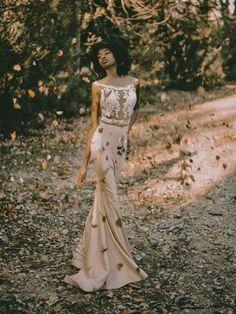 Απολαύστε την συλλογή UNIQUE ΝΥΦΙΚΑ by Designer Lewaa. Ζήστε την μοναδική εμπειρία της υψηλής ραπτικής την πιο σημαντική μέρα της ζωής σας. #Νυφικά #AtelierTsourani #DesignerLewaa #ΜοναδικάΝυφικά #ΧειροποίηταΝυφικά #ΜοντέρναΝυφικά #WeddingDress Handmade Wedding Dresses, Romantic, Bridal, Formal Dresses, Design, Fashion, Atelier, Tea Length Formal Dresses, Moda