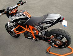 Motorbikes to love - The Lifestyle Ktm 690, Racing Motorcycles, Motorcycle Bike, Custom Sport Bikes, Sportbikes, Hot Bikes, Bike Life, Motor Car, Cool Cars