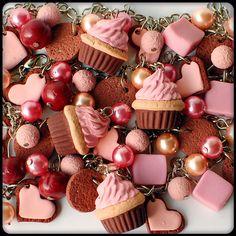 pulseira com cupcake de cereja e chocolate