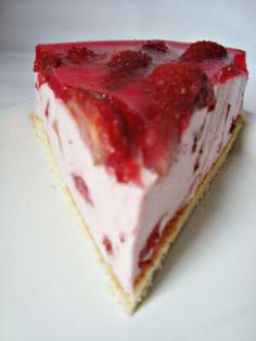 CAIETUL CU RETETE: Tarta cu crema de iaurt si capsuni