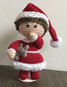 Kerst popje gehaakt naar het patroon van NenneDesign ♥