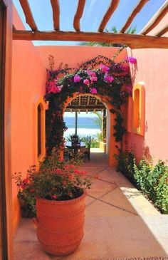 Central courtyard concept and range of colors found in traditional Mexican Hacienda style homes Spanish Style Homes, Spanish House, Mexican Style Homes, Spanish Colonial, Hacienda Style Homes, Spanish Revival, Mexican Garden, Mexican Courtyard, Mexican Patio