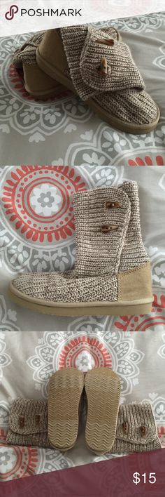 Old Navy Sweater Boots size 7 *REDUCED* *FIRM* Old Navy Beige sweater boots. Size 7. Never worn!! Perfect look for fall. Old Navy Shoes Ankle Boots & Booties