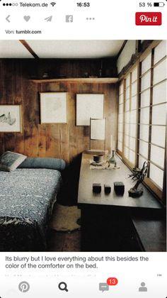 Japanisches Zimmer. Schiebeelement, grosser Tisch und Holz
