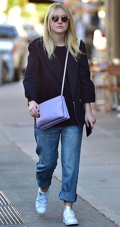 Dakota Fanning with round sunglass and candy bag #dakotafanning #celebritystyle #roundsunglass #sunglass #normstyle