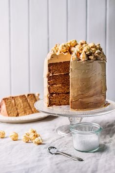 The Kate Tin . salted caramel coma cake with toffee buttercream & caramel popcorn . Baking Recipes, Cake Recipes, Dessert Recipes, Just Desserts, Delicious Desserts, Salted Caramel Cake, Toffee Cake, Dessert Blog, Caramel Recipes