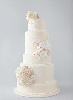 7 Gorgeous Mouth-Watering Wedding Cakes - MODwedding