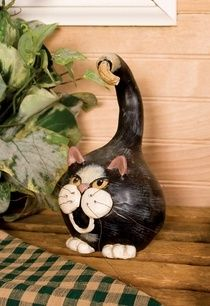 Cat gourd bird house. I don't think birds would love this but it sure is one funny gourd birdhouse...makes me giggle.
