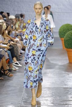 Tibi Spring 2017 Ready-to-Wear Fashion Show Modest Fashion, High Fashion, Fashion Show, Fashion Outfits, Womens Fashion, Fashion Blogs, Fashion 2016, One Piece Dress, Dress Up
