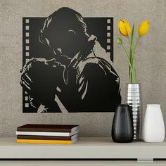 Vinilo decorativo de la imagen mítica del beso en la película Lo que el viento se llevó. Blues Brothers, Pulp Fiction, Cinema, Tv, Painting, Ideas, Design, Home Decor, Kiss