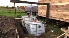fosa septica din IBC-uri Diy Septic System, Septic Tank Systems, Grey Water Recycling, Barn Bathroom, Outdoor Life, Outdoor Decor, Composting Toilet, Water Storage, Shipping Container Homes