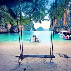 Phuket has been quite rainy in the last days... I ignored the weather and went on a trip to Hong Island with @mr_not_phuket_tour. Who needs sunshine when you can swing?