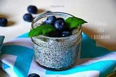 Puding z nasion chia Food Inspiration, Planter Pots, Pudding, Jar, Healthy, Desserts, Smoothie, Foods, Kitchen