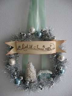 This is real cute - I bet I could replicate it in my Christmas colors...hmmm