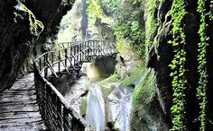 Grotte del Caglieron e parco didattico del Livelet. Un itinerario delle meraviglie da mostrare ai bambini. E con i consigli su dove dormire family nei dintorni.